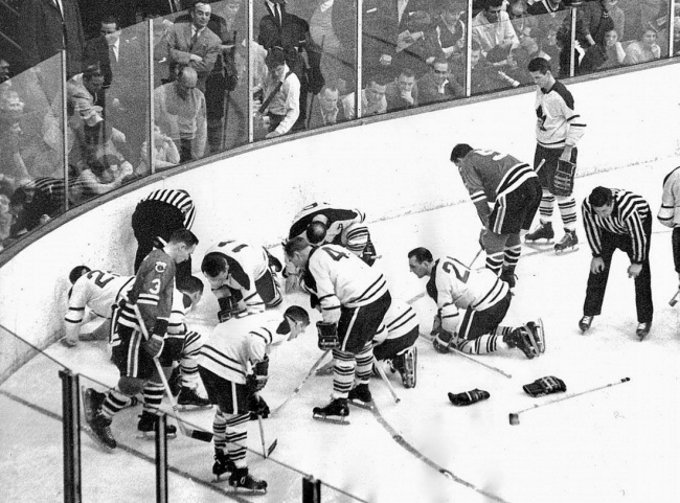 Extraordinary sport historical photos and videos  : Players from the Toronto Maple Leafs and Chicago Black Hawks search for a contact lense lost by Jack Evans 1962 from www.sofascore.com size 680 x 503 jpeg 245kB