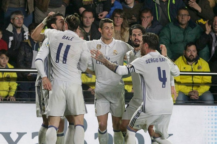 Gareth Bale starts as Real Madrid look to reclaim top spot